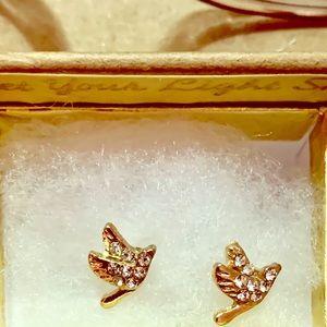 Precious Dove studded earrings